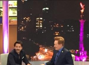 Diego Luna participa en el programa especial de Conan O'Brien en México (Twitter @AlejandroLG)