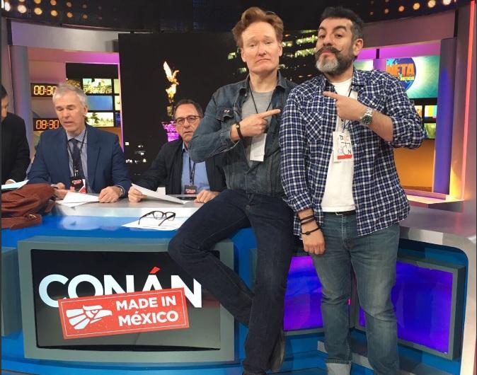 Set de Televisa San Ángel donde Conan O'Brien graba su programa especial sobre México (Twitter @AlejandroLG)