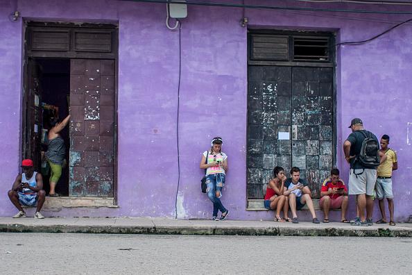 Los cubanos que ingresan de forma ilegal en EU ya no reciben un permiso temporal de residencia (Getty Images/Archivo)
