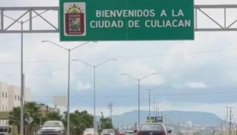 De los casi 5 mil policías que deberían vigilar los 18 municipios de Sinaloa, solo 2 mil 500 están en las calles, el resto están incapacitados o desempeñando labores administrativas y de las mil patrullas, solo funciona la mitad. (Noticieros Televisa)