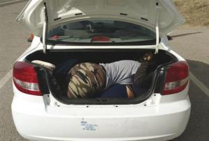 En ambos casos, los conductores de origen estadounidense fueron asegurados y se les acusará por tráfico ilegal de personas