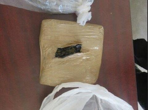 El paquete con droga fue asegurado dentro del cinturón perimetral de seguridad del Cereso de Cárdenas, Tabasco