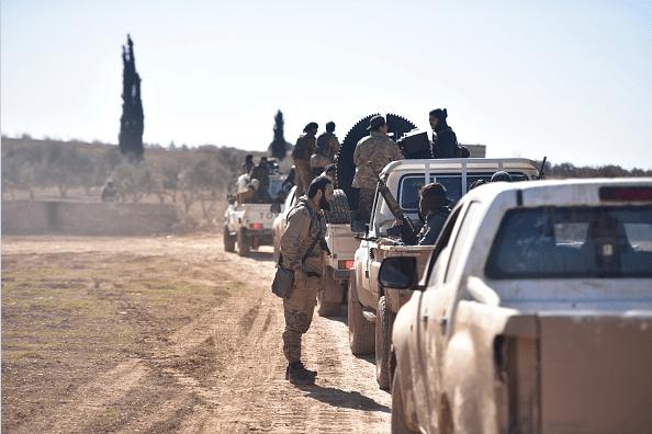 Ejército sirio combate contra miembros del Estados Islámico en Alepo.