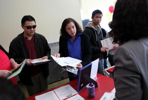 Las solicitudes semanales del subsidio por desempleo en Estados Unidos cayeron en 14,000 (Getty Images)