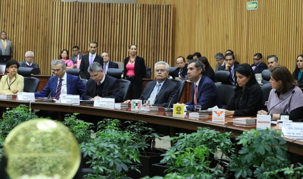 El presidente del PRI, Enrique Ochoa, insistió en su convocatoria de unidad y diálogo para defender los intereses de México.