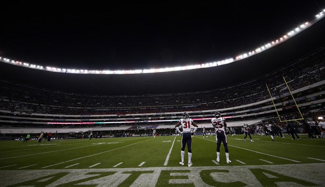 Una vista general del campo previo al juego entre los Houston Texans y Oakland Raiders en el Estadio Azteca (Getty Images)