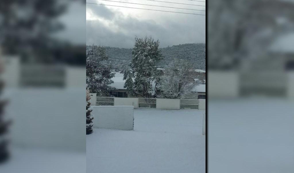 Un amanecer nevado en Madera, Chihuahua; autoridades de la Segob terminan la emergencia en 10 municipios afectados por nevadas severas en la entidad (Twitter @letytresa, archivo)