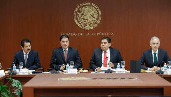 Gerónimo Gutiérrez con senadores del PRD. (@MBarbosaMX)