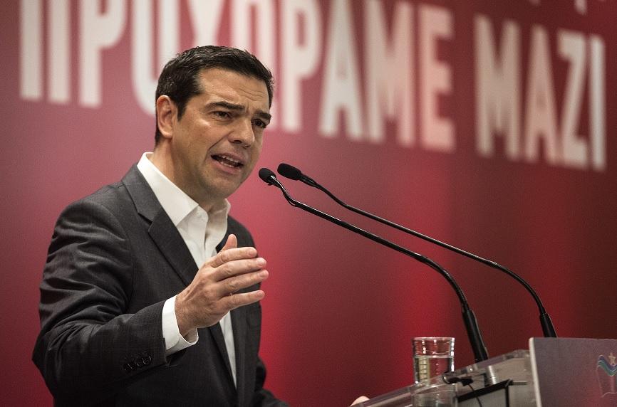 El primer ministro de Grecia, Alexis Tsipras, se dirige a los miembros de su partido en Atenas (AP)