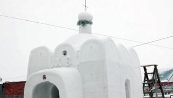 Una capilla de nieve fue construida en Sosnovka, Rusia, un pueblo en Siberia (AP)
