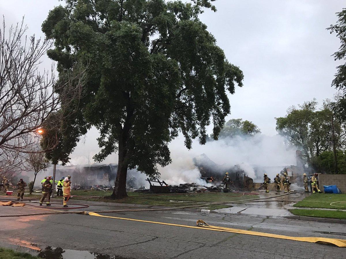 Avioneta se estrella en zona residencial y deja cuatro muertos