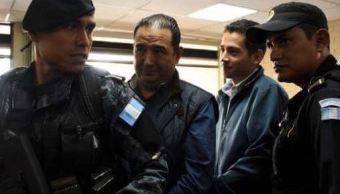 Obtienen libertad condicional José Manuel y Sammy Morales, hijo y hermano del presidente Jimmy Morales. (@drmarcolomo)