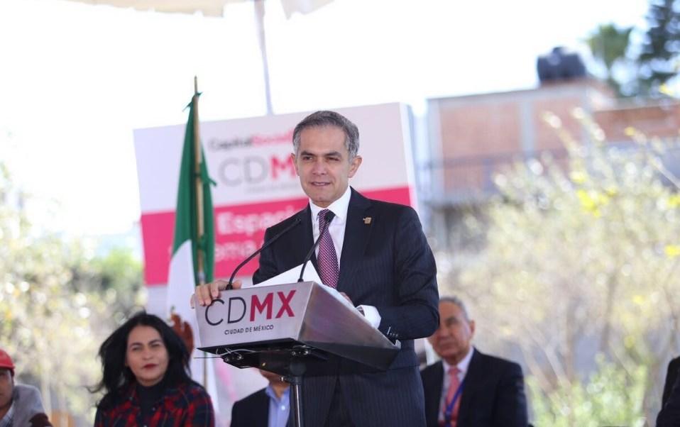 El jefe de gobierno de la Ciudad de México, Miguel Angel Mancera, asistió este viernes a la inaguración de un inmueble en Iztapalapa.