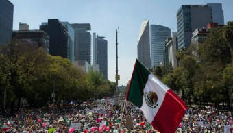 Miles de personas protestan contra Donald Trump en el Ángel de la Independencia (Getty Images)