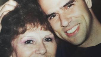 Marco Antonio Regil en compañía de su madre. (Twitter @marcoregil)