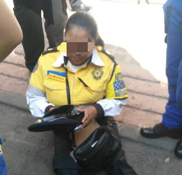 'Los policías diariamente arriesgamos por cumplir con nuestro trabajo', asegura la oficial Cervantes.