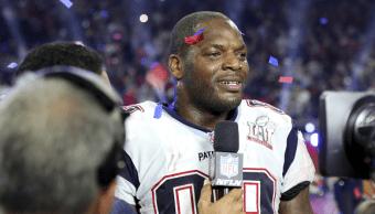 Martellus Bennett, ala cerrada de los Patriotas de Nueva Inglaterra, celebra al ganar el Super Bowl LI