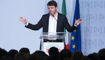 El ex primer ministro italiano, Matteo Renzi, habla durante una asamblea nacional del Partido Demócrata, en el Hotel Parco de Principi de Roma (AP)