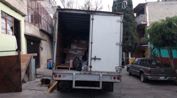 La camioneta tres y media toneladas pertenecía a una empresa farmacéutica y se encontraba estacionada afuera de un domicilio en la GAM (Twitter @SSP_CDMX)