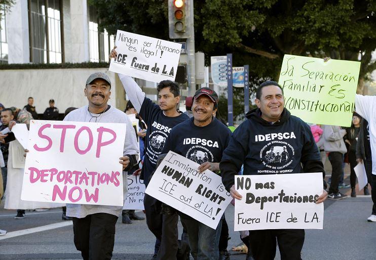 Migrantes protestan contra deportaciones en EU. (AP, archivo)