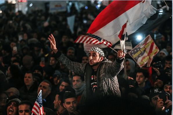 Migrantes yemenís protestan en Nueva York contra el veto migratorio de Donald Trump.