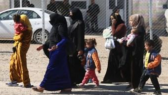 Las familias en la zona oeste de Mosul temen huir ante posibles ejecuciones sumarias por parte del Estado Islámico (Getty Images)