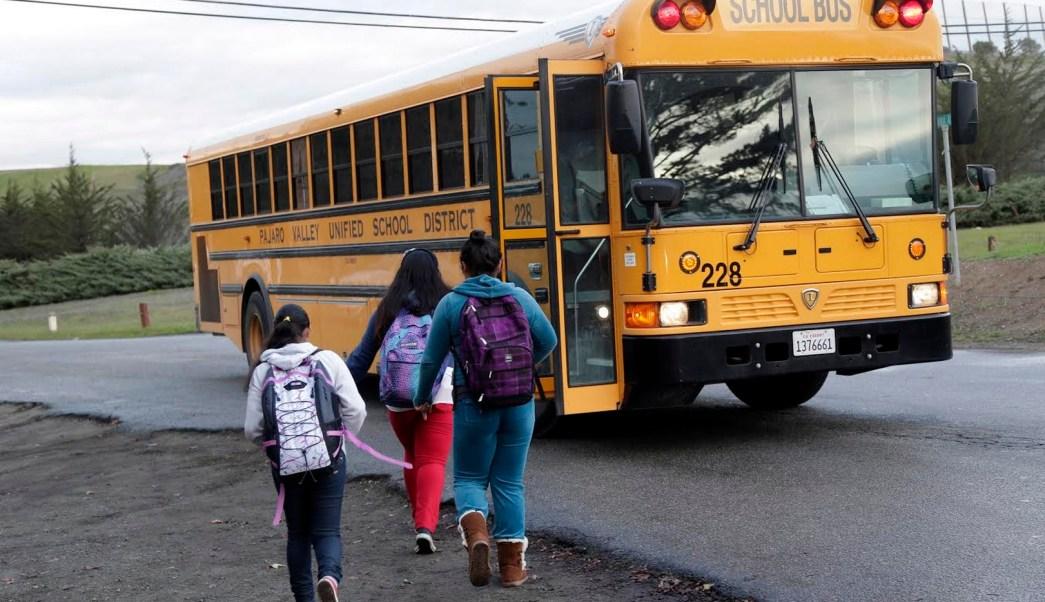 Estudiantes indocumentados asisten a escuelas en Estados Unidos. (AP)