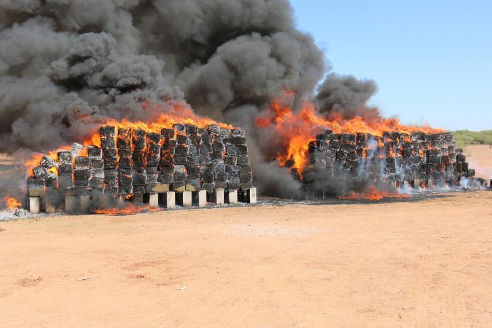 Ocho toneladas de narcóticos incinera PGR en Sonora. (PGR, Sedena)