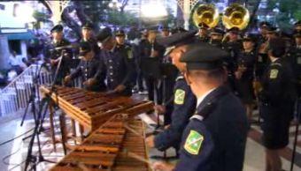 La orquesta la integran 42 elementos del Ejército Mexicano, 28 de ellos son chiapanecos (Noticieros Televisa)