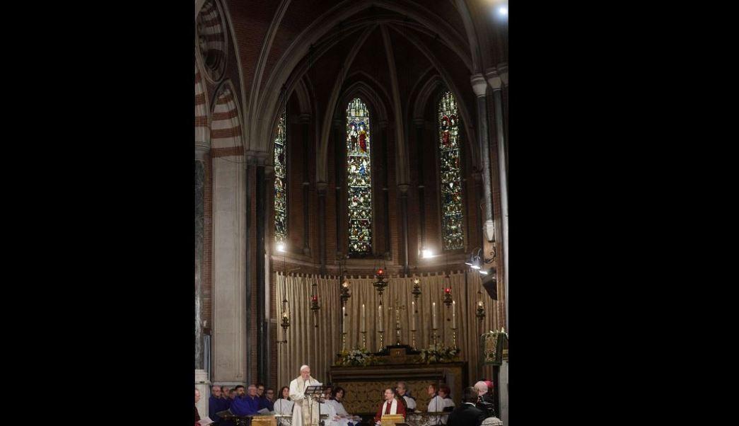 """El papa Francisco hizo una visita histórica a la iglesia anglicana """"All Saints"""" en Roma. (AP)"""
