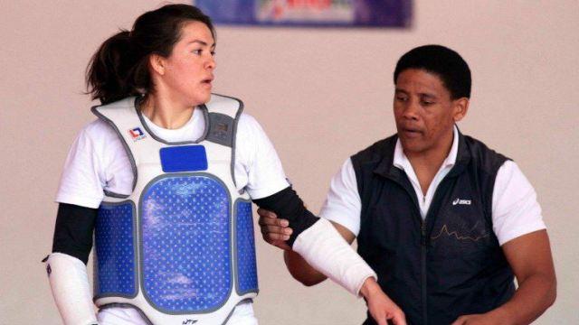 María del Rosario Espinoza, triple medallista olímpica, en compañía del que fue su entrenador, Pedro Gato. (Redes sociales)