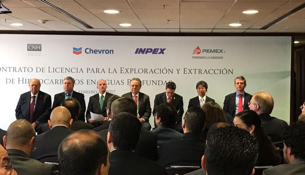 Pemex firma contrato de asociación para la exploración de aguas profundas (Twitter: @JAGlezAnaya)