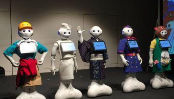 El popular robot Pepper protagonizó en Tokio su primer desfile de moda, la Pepper Collection 2017. (@Pepper140605 )
