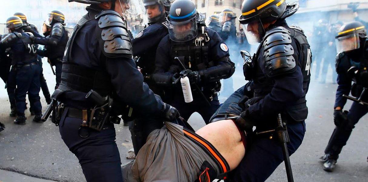 Además de en París, en Niza se movilizaron 250 manifestantes, 200 en Poitiers, 150 en Montpellier y 150 en Dijon, donde también hubo incidentes (AP)