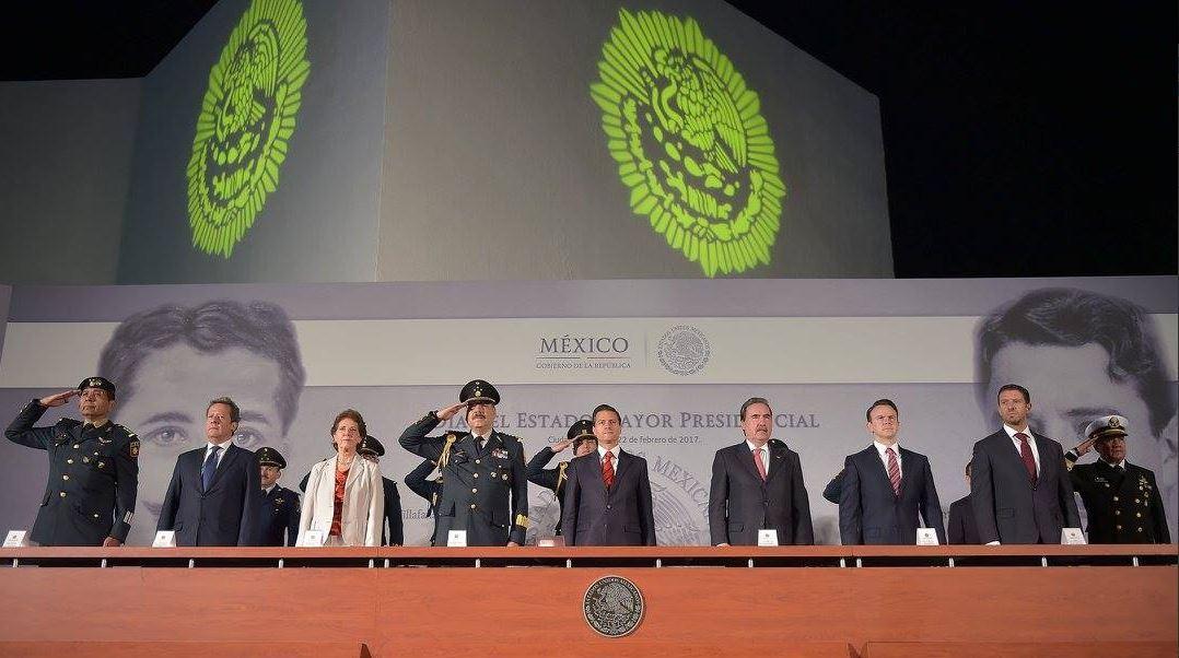 El presidente Enrique Peña Nieto encabeza el acto conmemorativo del Día del Estado Mayor Presidencial. (Twitter@PresidenciaMX)