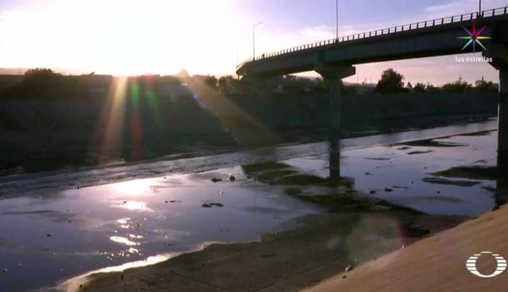 Autoridades de Tijuana recibieron un reporte sobre un hombre que había caído al canal del rio Tijuana, desde el nuevo puente. (Noticieros Televisa)
