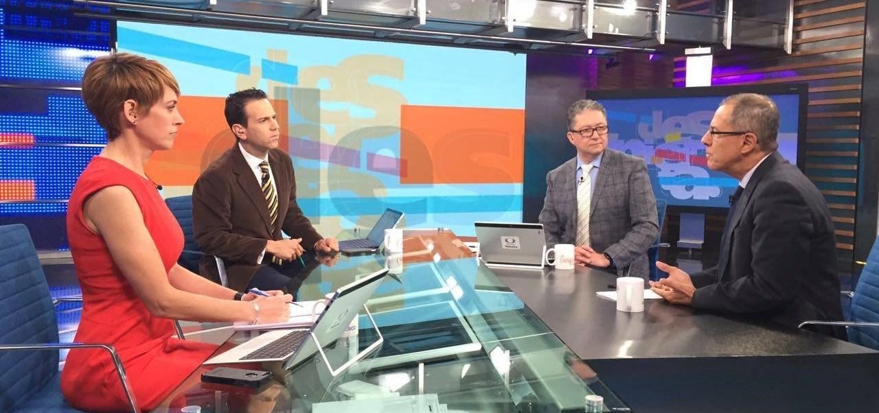 Rafael Fernández de Castro en la mesa de Despierta con Loret (Twitter, @NTelevisa_com)