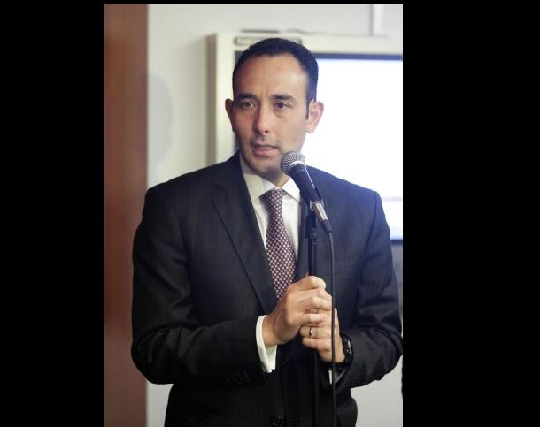 Roberto Gil, senador panista, habla de la crisis del PAN