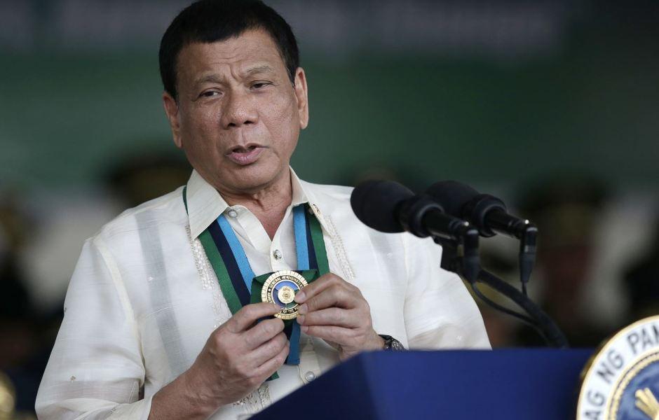 El anuncio del mandatario filipino se produce después de que el lunes suspendiera temporalmente la 'guerra contra las drogas'.