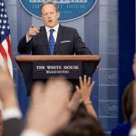 Sean Spicer, portavoz de la Casa Blanca, habla de la visita de Tillerson y Kelly a México. (AP)