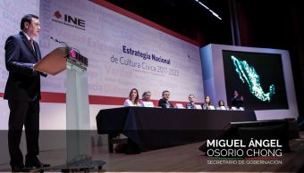 Osorio Chong aseguró que la democracia se fortalece cuando mejoramos las instituciones; nunca cuando las debilitamos (Twitter/@osoriochong)