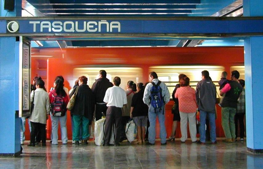 Estación Tasqueña de la Línea 2 del Metro; el transporta de la Ciudad de México dará servicio a partir de las 7 de la mañana el próximo lunes