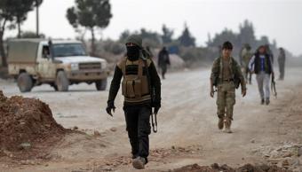 Batallones del ELS y las tropas turcas comenzaron a rodear la ciudad de Al Bab el pasado 10 de diciembre. (Twitter: @AJENews)