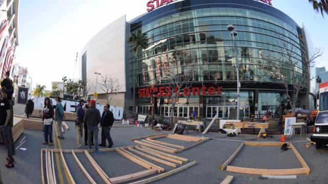 El Staples Center es la casa de los equipos de basquetbol los Lakers y los Clippers y sede de la entrega anual de los Premios Grammy. (Facebook: Staples Center)
