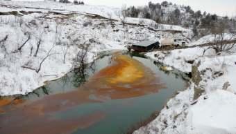 Trabajadores realizan maniobras en el oleoducto Dakota Access