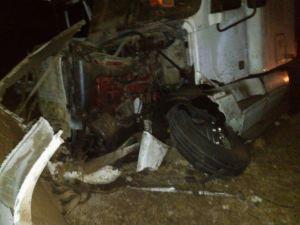 Tráiler resulta siniestrado por viajar a exceso de velocidad sobre el Arco Norte; el chofer sufre lesiones leves
