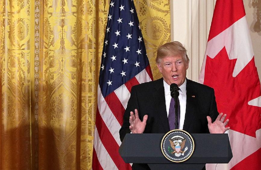 """Este lunes, Donald Trump insistió que la relación comercial entre EU y México al amparo del TLCAN es """"injusta"""" y que los beneficios para su país palidecen frente a los de su vecino del sur."""