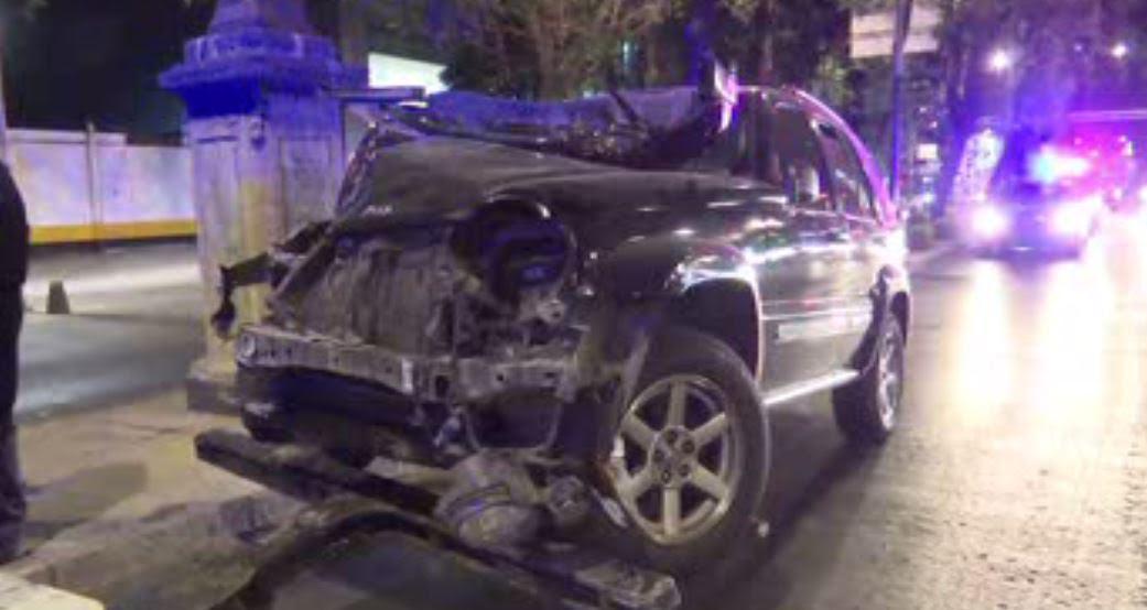 Choque de camionetas en Paseo de la Reforma, en CDMX, deja dos lesionados. (Noticieros Televisa)
