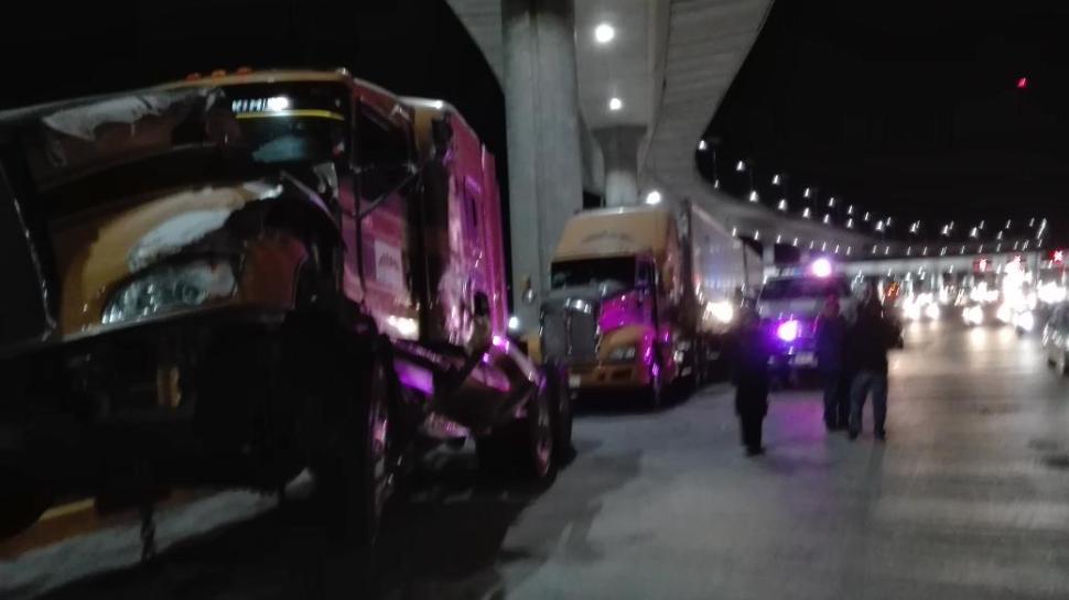 Vehículos permanecieron detenidos hasta 10 horas en la México-Cuernavaca. (Noticieros Televisa)