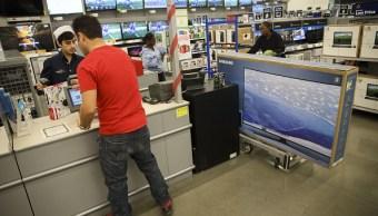 Las ventas minoristas en Estados Unidos subieron 0.4% durante enero, debido a un aumento en las compras de productos eléctricos (Getty Images)